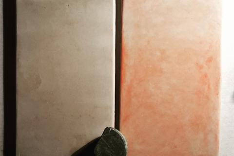 El canto rodó tallat a la meitat s'utilitatza per la tècnica del tadelakt junt amb el sabó de potasa que hidrofuga la parets