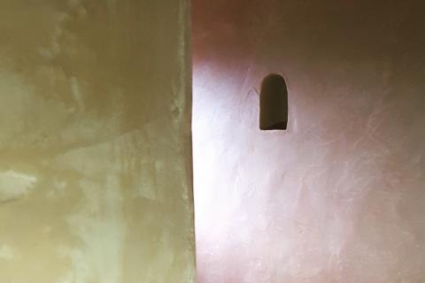 tadelakt en paredes de un baño